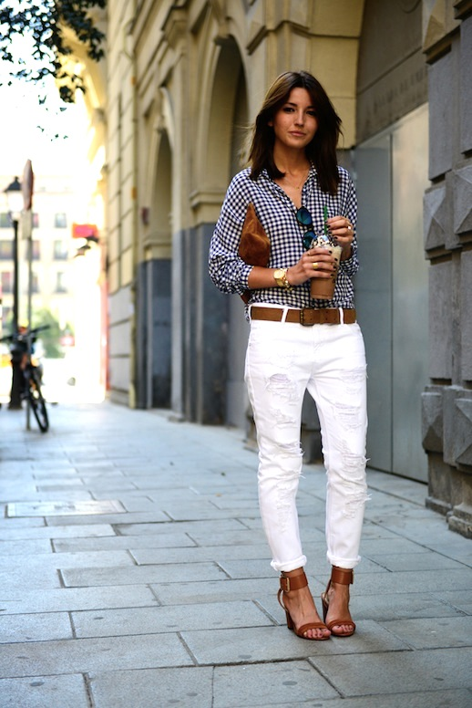 Fresh-Ways-To-Wear-White-Jeans-Gingham-Button-Down-Shirt-Sandals-Via-Lovely-Pepa