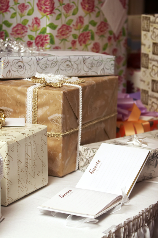 The Do's and Don'ts of Wedding Gift Etiquette