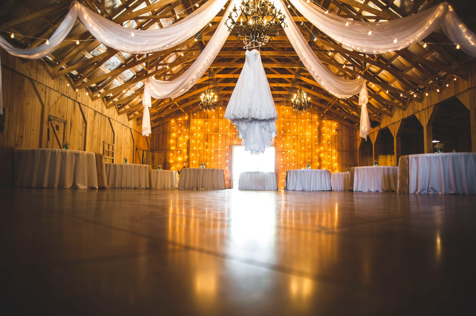 5 Unique Barn Wedding Ideas For An Amazing Experience Stacyknows