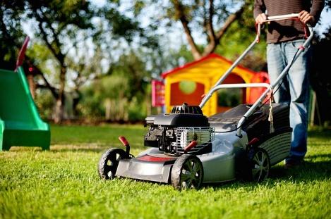 C:\Users\Kellie\Downloads\lawn-mower-2127637_640.jpg