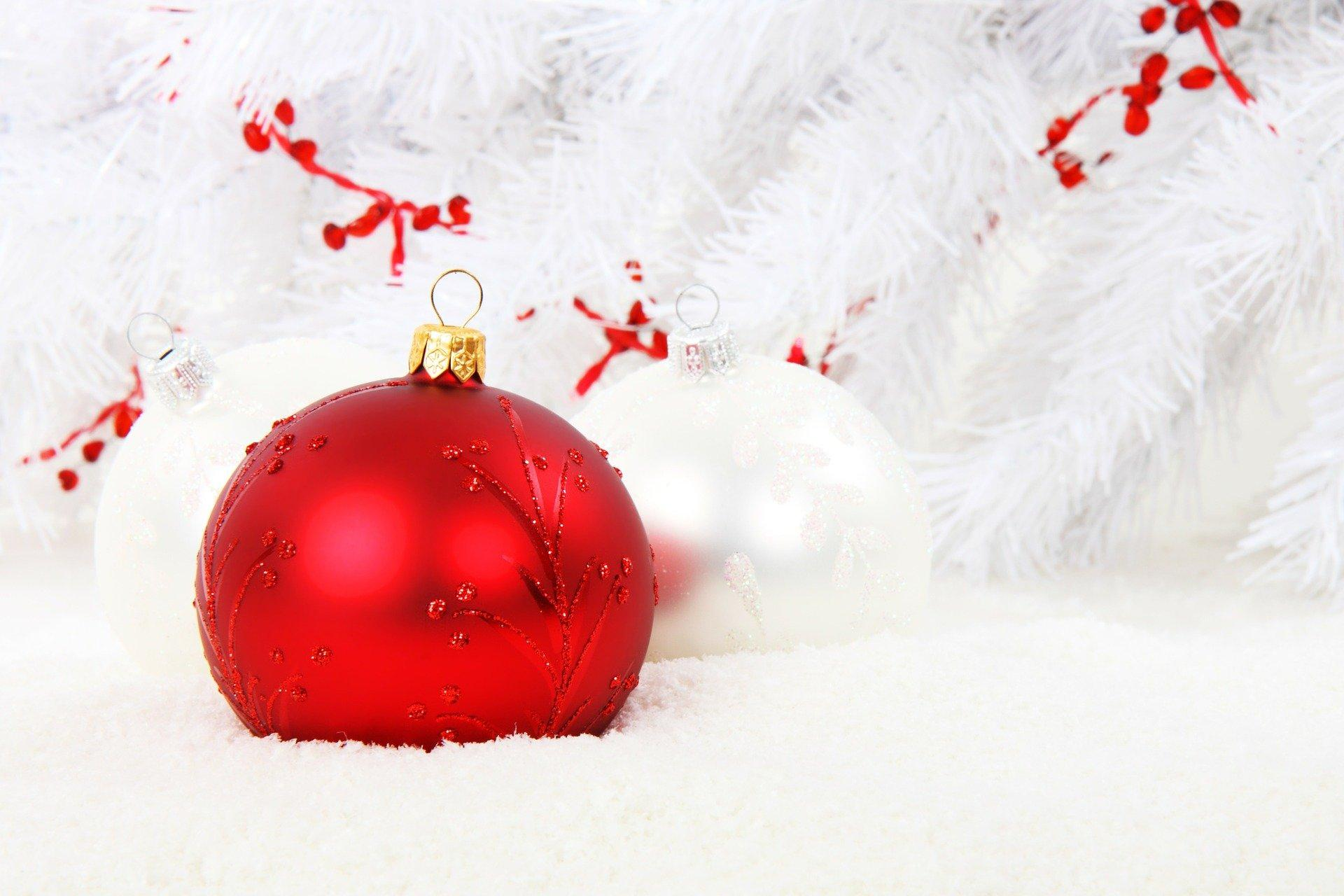 christmas-bauble-15738_1920.jpg